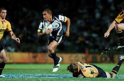 01 SEP 2006 TOWNSVILLE, QLD - Matt Bowen evades the Parramatta defence - North Queensland Cowboys v Parramatta Eels (Dairy Farmers Stadium) - PHOTO: CAMERON LAIRD
