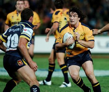 01 SEP 2006 TOWNSVILLE, QLD - Nathan Hindmarsh runs at Cowboys defender Ray Cashmere - North Queensland Cowboys v Parramatta Eels (Dairy Farmers Stadium) - PHOTO: CAMERON LAIRD