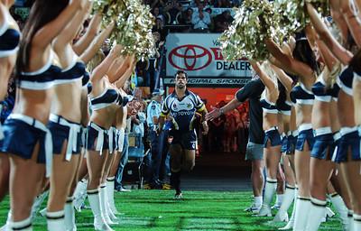 01 SEP 2006 TOWNSVILLE, QLD - Matt Sing runs onto Dairy Farmers stadium for the last time - North Queensland Cowboys v Parramatta Eels (Dairy Farmers Stadium) - PHOTO: CAMERON LAIRD