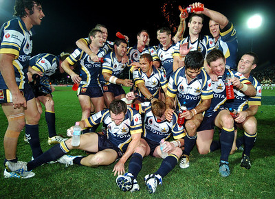 01 SEP 2006 TOWNSVILLE, QLD - The North Queensland Cowboys celebrate their 22-8 win of the Eels - North Queensland Cowboys v Parramatta Eels (Dairy Farmers Stadium) - PHOTO: CAMERON LAIRD