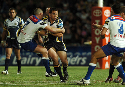 31 Aug 2007 Townsville, Qld, Australia - Brett Sherwin tries to stop a charging Sam Faust - North Queensland Cowboys v Bulldogs (Dairy Farmers Stadium) - PHOTO: CAMERON LAIRD (Ph: 0418 238811)