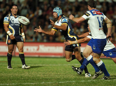 31 Aug 2007 Townsville, Qld, Australia - Johnathan Thurston offloads in the first half - North Queensland Cowboys v Bulldogs (Dairy Farmers Stadium) - PHOTO: CAMERON LAIRD (Ph: 0418 238811)