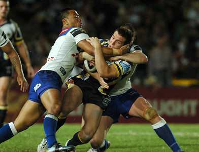 08 Sep 2007 Townsville, Qld, Australia - Ben Roberts and Andrew Ryan wrap up Ashley Graham - North Queensland Cowboys v Bulldogs (Dairy Farmers Stadium) - PHOTO: CAMERON LAIRD (Ph: 0418 238811)