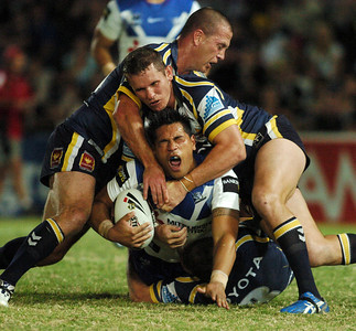 08 Sep 2007 Townsville, Qld, Australia - Matt Utai is wrapped up by Justin Smith and Jason Smith - North Queensland Cowboys v Bulldogs (Dairy Farmers Stadium) - PHOTO: CAMERON LAIRD (Ph: 0418 238811)