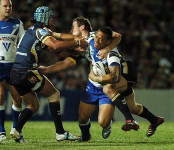08 Sep 2007 Townsville, Qld, Australia - Johnathan Thurston and Paul Bowman pull down Bulldog Ben Roberts - North Queensland Cowboys v Bulldogs (Dairy Farmers Stadium) - PHOTO: CAMERON LAIRD (Ph: 0418 238811)