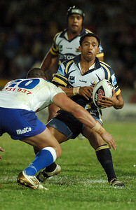 31 Aug 2007 Townsville, Qld, Australia - David Faiumu runs at Willie Mason - North Queensland Cowboys v Bulldogs (Dairy Farmers Stadium) - PHOTO: CAMERON LAIRD (Ph: 0418 238811)