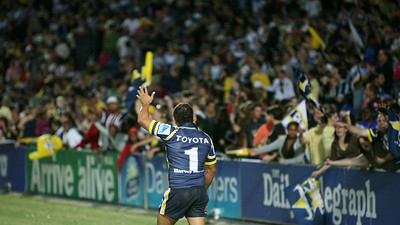 08 Sep 2007 Townsville, Qld, Australia - Matt Bowen does a lap around the ground after his stellar display during the Cowboys 20-18 win over the Bulldogs - North Queensland Cowboys v Bulldogs (Dairy Farmers Stadium) - PHOTO: CAMERON LAIRD (Ph: 0418 238811)