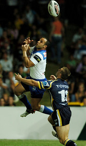 08 Sep 2007 Townsville, Qld, Australia - Hazem El Masri leaps high to grab a first half bomb - North Queensland Cowboys v Bulldogs (Dairy Farmers Stadium) - PHOTO: CAMERON LAIRD (Ph: 0418 238811)