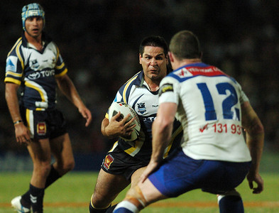 08 Sep 2007 Townsville, Qld, Australia - Carl Webb runs at Bulldogs captain Andrew Ryan - North Queensland Cowboys v Bulldogs (Dairy Farmers Stadium) - PHOTO: CAMERON LAIRD (Ph: 0418 238811)