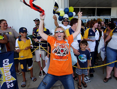 28 SEP 2005 TOWNSVILLE, QLD - Tigers fan Sharon Standen stirs up the Cowboys fans at the Townsville airport before the team departed to take on the Wests Tigers in the NRL grand final - PHOTO: CAMERON LAIRD