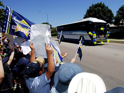 28 SEP 2005 TOWNSVILLE, QLD - North Queensland Cowboys bus convoy to the airport before departing Townsville to take on the Wests Tigers in the NRL grand final - PHOTO: CAMERON LAIRD
