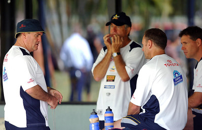27 SEP 2005 TOWNSVILLE, QLD - Graham Murray talks with Neil Henry and Kelly Egan after North Queensland Cowboys training - PHOTO: CAMERON LAIRD