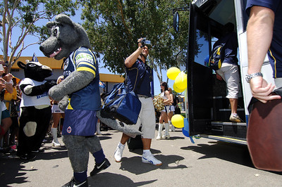 28 SEP 2005 TOWNSVILLE, QLD - Prop Paul Rauhihi climbs on to the team bus before departing Townsville to take on the Wests Tigers in the NRL grand final - PHOTO: CAMERON LAIRD