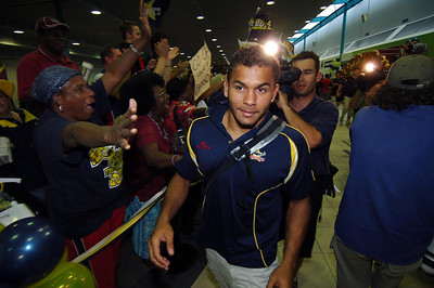 28 SEP 2005 TOWNSVILLE, QLD - North Queensland Cowboys fullback Matt Bowen at the Townsville airport before departing to take on the Wests Tigers in the NRL grand final - PHOTO: CAMERON LAIRD