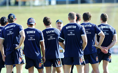 26 AUG 2006 TOWNSVILLE, QLD - Graham Murray talks to his players at Cowboys training before their away match against the Rabbitohs - PHOTO: CAMERON LAIRD