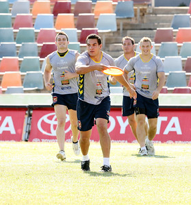 15 Sep 2007 Townsville, Qld, Australia - Sam Faust passes the frisbee at Cowboys training - PHOTO: CAMERON LAIRD (Ph: 0418 238811)