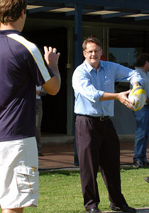 20-SEP-2004  TOWNSVILLE, QLD - North Queensland centre Paul Bowman receives a pass from Labour leader Mark Latham during his visit to Townsville - PHOTO: CAMERON LAIRD