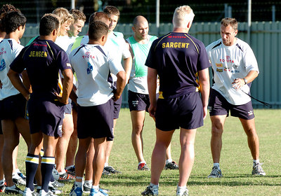 22-SEP-2004  TOWNSVILLE, QLD - Cowboys assistant coach Neil Henry talks with players during training - PHOTO: CAMERON LAIRD