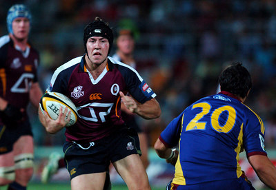 12 MAY 2006 TOWNSVILLE, QLD - Reds fullback Julian Huxley runs at Chris Smylie during the Queensland Reds 22-16 win over the Highlanders in their Super 14 clash at Dairy Farmers Stadium, Townsville - PHOTO: CAMERON LAIRD