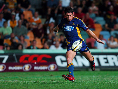 12 MAY 2006 TOWNSVILLE, QLD - Callum Bruce kicks during the Highlanders 16-22 loss to the Queensland Reds in their Super 14 clash at Dairy Farmers Stadium, Townsville - PHOTO: CAMERON LAIRD