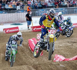 22 November 2008 Townsville, Qld - Chad Reed leads riders during Round 6 of Super X at Townsville's Dairy Farmers Stadium - Photo: Cameron Laird (Ph: 0418 238811)