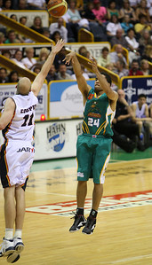 20 Oct 2007 Townsville, Qld, Australia - Michael Cedar lands one of his three opening half three pointers - Townsville Crocodiles v Adelaide 36'ers - PHOTO: CAMERON LAIRD (Ph: 0418 238811)