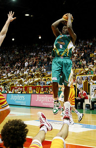 08 Dec 2007 Townsville, Qld - Corey Williams shoots - Townsville Crocodiles v Singapore Slingers (Townsville Entertainment & Convention Centre) - PHOTO: CAMERON LAIRD (Ph: 0418 238811)