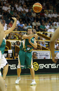 09 Feb 2008 Townsville, Qld, Australia - Kelvin Robertson passes for the Townsville Crocodiles - Townsville Crocodiles v Brisbane Bullets (Townsville Entertainment & Convention Centre) - PHOTO: CAMERON LAIRD (Ph: 0418238811)