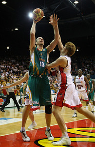 01 Dec 2007 Townsville, Qld - Greg Vanderjagt shoots over the outstretched Paul Redhage - Townsville Crocodiles v Perth Wildcats (Townsville Entertainment & Convention Centre) - PHOTO: CAMERON LAIRD (Ph: 0418 238811)