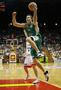 01 Dec 2007 Townsville, Qld - Townsville's Daniel Egan drives to the basket - Townsville Crocodiles v Perth Wildcats (Townsville Entertainment & Convention Centre) - PHOTO: CAMERON LAIRD (Ph: 0418 238811)