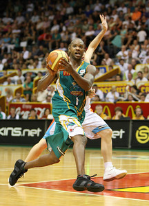 20 Feb 2008 Townsville, Qld, Australia - Galen Young offloads during the Crocodiles 97-89 win over the Blaze - Townsville Crocodiles v Gold Coast Blaze (Townsville Entertainment & Convention Centre) - PHOTO: CAMERON LAIRD (Ph: 0418238811)