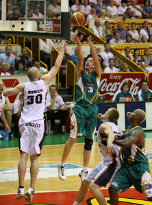 20 Oct 2007 Townsville, Qld, Australia - Greg Vanderjagt shoots over Axel Dench in the opening period - Townsville Crocodiles v Adelaide 36'ers - PHOTO: CAMERON LAIRD (Ph: 0418 238811)