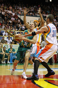 20 Feb 2008 Townsville, Qld, Australia - Townsville's John Rillie drives past Luke Whitehead (left) and Ben Melmeth (right) - Townsville Crocodiles v Gold Coast Blaze (Townsville Entertainment & Convention Centre) - PHOTO: CAMERON LAIRD (Ph: 0418238811)