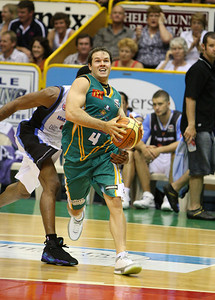 12 Jan 2008 Townsville, Qld, Australia - Kelvin Robertson drives to the basket - Townsville Crocodiles v New Zealand Breakers (Townsville Entertainment & Convention Centre) - PHOTO: CAMERON LAIRD (Ph: 0418238811)