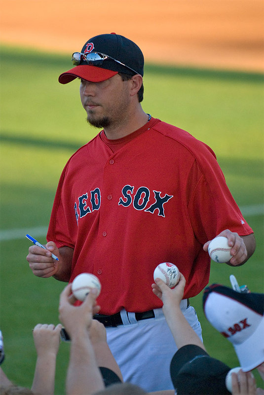 Josh Beckett doin' the right thing.