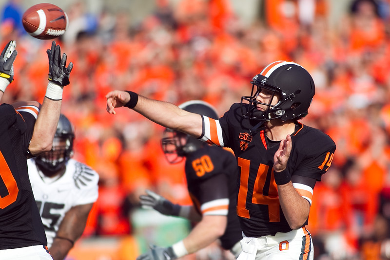 Oregon State Beavers quarterback Cody Vaz (14) passes the ball at the 114th annual Civil War. UO Defeated OSU 37-20 in the game at Reser Stadium in Corvallis Oregon.