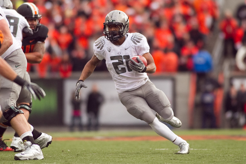 Oregon Ducks running back LaMichael James (21) runs the ballat the 114th annual Civil War. UO Defeated OSU 37-20 in the game at Reser Stadium in Corvallis Oregon.