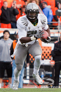 Oregon RB Kenjon Barner (24) in sprint mode at the 2010 Civil War game at Reser Stadium, Corvallis, Oregon.  The Oregon Ducks defeated the Oregon State Beavers 37-20 to advance to the BCS National Championship game in Glendale, Arizona.
