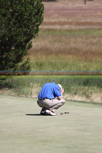 Mike Reid reacts to missed putt on Hole #17