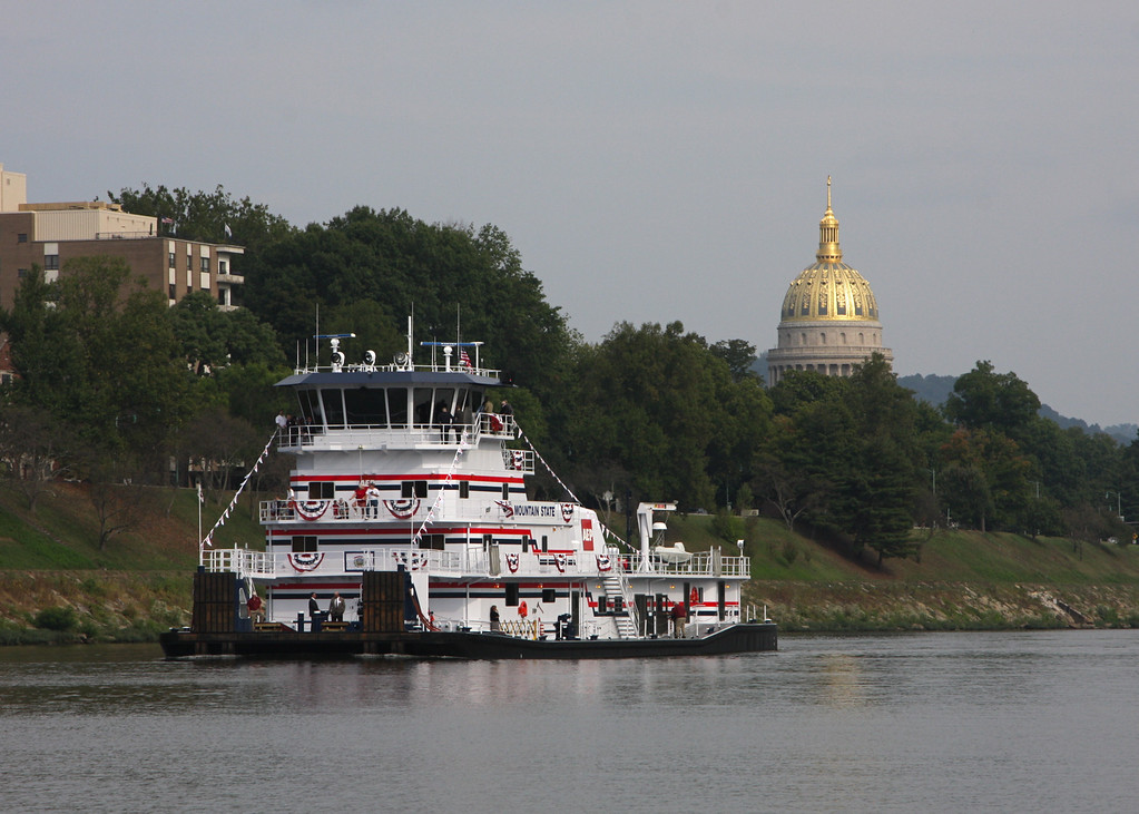The Dedication run heads down the river to Downtown Charleston. The Capital looms in the background.