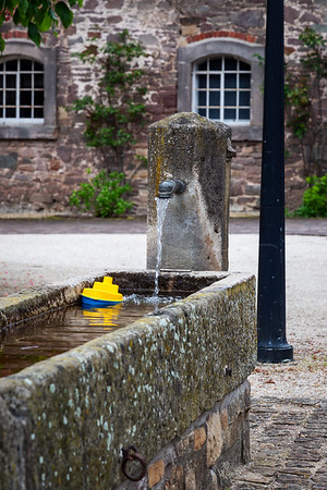 La fontaine et le jouet | the fountain and the toy