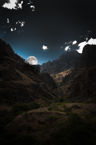 2159:  Moon Rise in Hells Canyon (Illustration)
