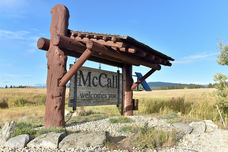 8943:  McCall Welcome Sign