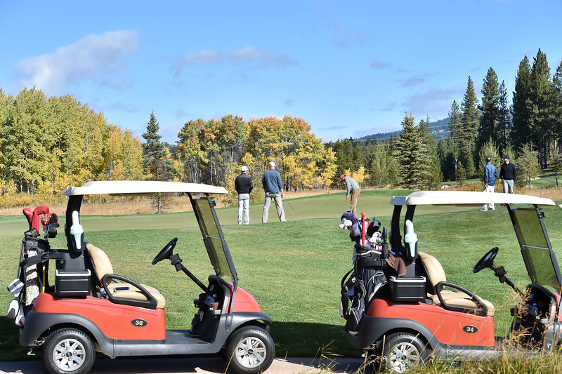 8980: Golfers at Whitetail