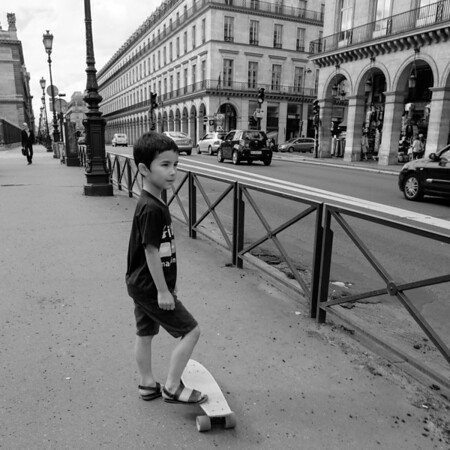 Playing along Rue du Rivoli