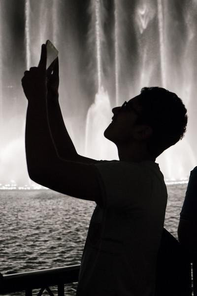 Videographer at Dubai Fountain, Dubai Mall
