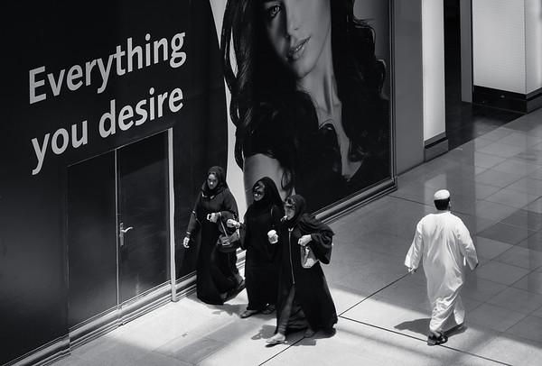 3 women, one men, Dubai Mall