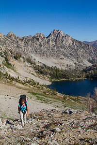 Climbing to the pass with the Flytrip Lake Basin above Lake 9167 (North Alpine)