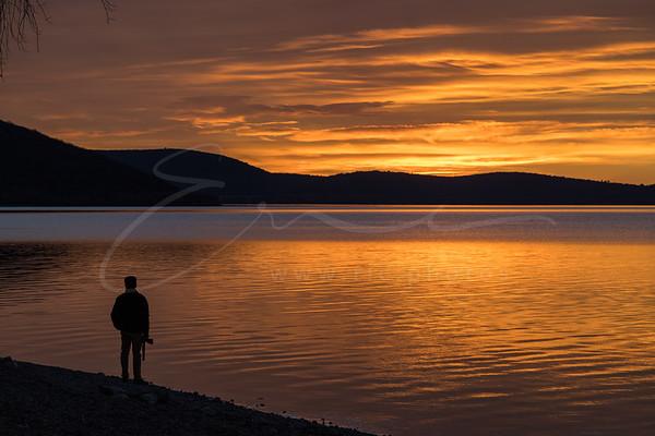 l'homme et le coucher du soleil | the man and the sunset