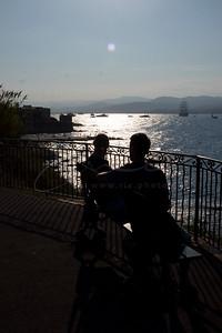 deux hommes sur le banc   two men on the bench